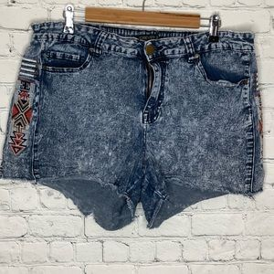 Forever 21 acid wash jean shorts with embroidery